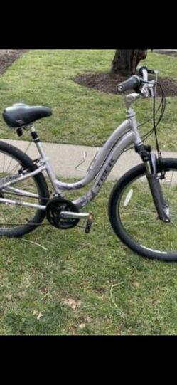 Trek navigator Women's Step Through Bike for Sale in Alexandria,  VA