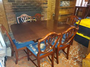 Nice mahogany Duncan Phyfe style drop leaf table w/1 leaf and 6 chairs REDUCED for Sale in Memphis, TN