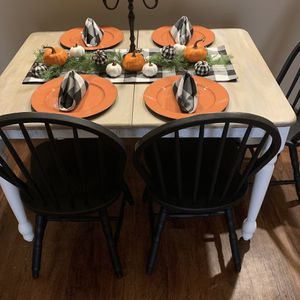 Wood Dining Table With Leaf And 4 Chairs!!! Moving Need Gone ASAP!! for Sale in Avondale, AZ