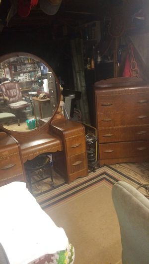 1930's Vanity/Dressing table and Dresser matching set, must see to appreciate. for Sale in Flora, MS
