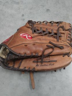 Used Rawlings P1154 11 1/2 Inch Glove. Used But In Good Shape. for Sale in Los Angeles,  CA