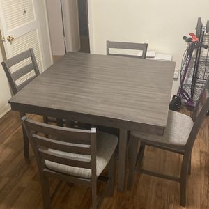 tall table with 4 chairs for Sale in Smyrna, GA