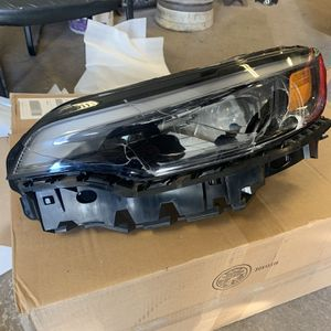 2019 2020 Jeep Cherokee Driver Side (Left) Headlight for Sale in Queens, NY