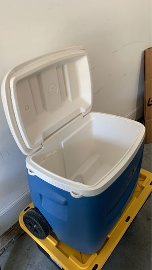 Igloo cooler with wheels for Sale in Greensboro, NC