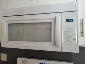 Brand new Whirlpool stove and microwave, get a free used Maytag fridge for Sale in Canoga Park, CA