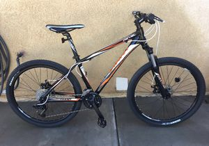 Giant Revel mountain bike for Sale in Calexico, CA