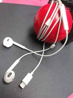 Apple Earbuds w / Mic for Sale in Jacksonville, FL