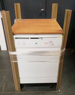 GE Portable Dishwasher in White *PRISTINE CONDITION* - Model: GSC3500DWW for Sale in Yonkers, NY
