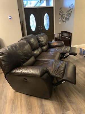 Leather brown couch & loveseat Power Reclining for Sale in Miramar, FL