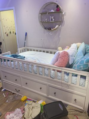Bedroom set with trundle from pottery barn. Like new for Sale in Las Vegas, NV