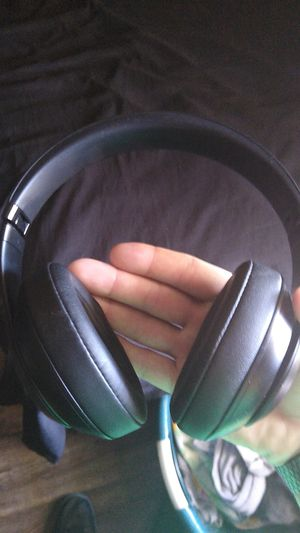Like new beats studios 3 for Sale in Tolleson, AZ