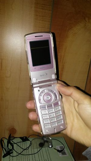 Pink sanyo flipphone for Sale in Colorado Springs, CO