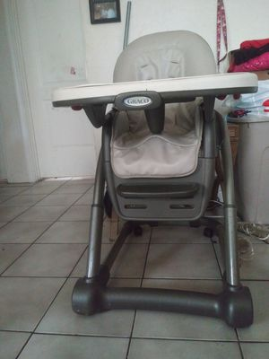 Graco High Chair 2 in 1 for Sale in Clearwater, FL