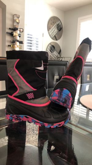 1M kids snow boots for Sale in Saint Johns, FL