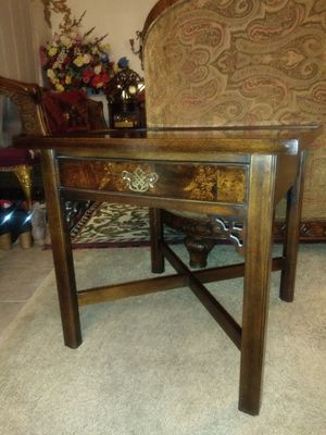 Knob Creek Chippendale Style Mahogany and Burl Walnut end table (1) for Sale in Thornton, CO