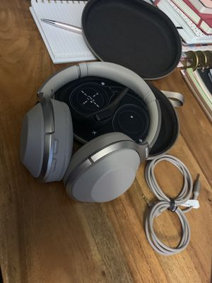 Sony wireless noise cancelling headphones for Sale in Portland, OR