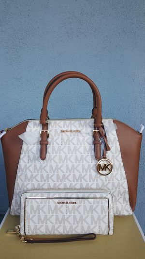 New Authentic Michael Kors Large Handbag Comes With A Long Shoulder Strap And Large Wallet 🎁🎅🎁🎅 for Sale in Pico Rivera, CA