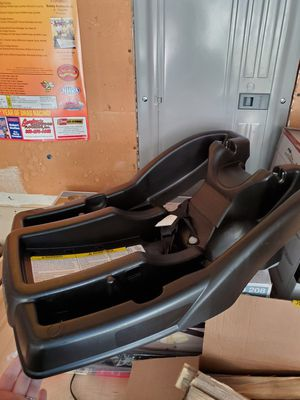 Graco click connect car seat base. Great shape. 10 for Sale in Spanaway, WA