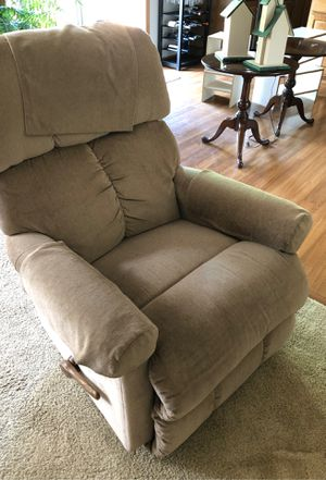 Lazy Boy Recliner for Sale in Olmsted Falls, OH