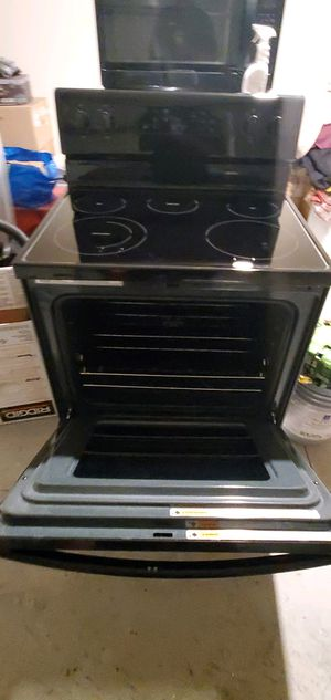 Whirlpool electric stove for Sale in Lakeland, FL