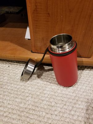 Small stainless steel waterbottle for Sale in Robbinsville Township, NJ