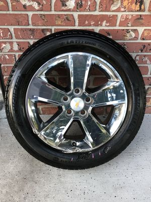 "Chevy chrome 18"" rim 5 lug for Sale in Apopka, FL"