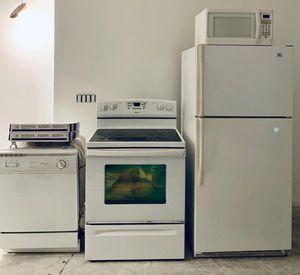 Kitchen Appliance Set in White for Sale in West Palm Beach, FL