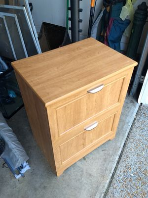"2 drawer filing cabinet 16.5"" D x 23.5"" W x 30""H for Sale in Bellevue, TN"