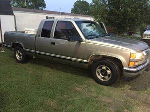 I am selling my 98 Chevy Silverado runs and drives great! for Sale in Cleburne, TX