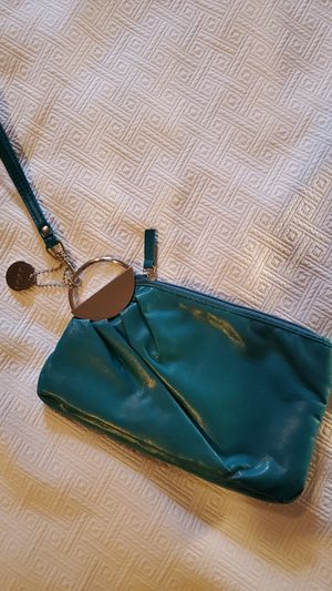 BEAUTIFUL TEAL LEATHER LULU WRISTLET for Sale in Middleburg Heights, OH