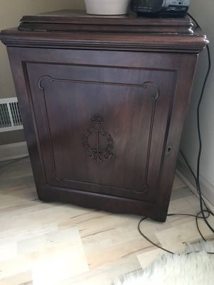 Singer treadle sewing machine. Antique parlor drawing room cut a 1920 for Sale in Freehold, NJ