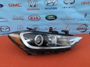 Hyundai Elantra headlight for Sale in Huntington Park, CA