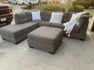 Gray sectional with ottoman for Sale in Bakersfield, CA