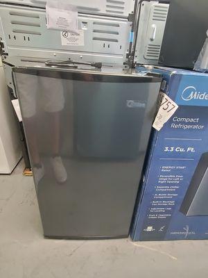 Midea mini fridge for Sale in Moreno Valley, CA