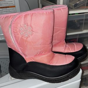 Girls Size 3 Snow Boots for Sale in Las Vegas, NV