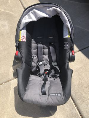 Graco SnugRide Click Connect 30 Infant Car Seat with Base for Sale in Glendale, AZ