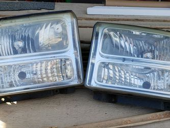 Ford F250 HEADLIGHTS (L and R Side, No Bulbs) for Sale in Federal Way,  WA