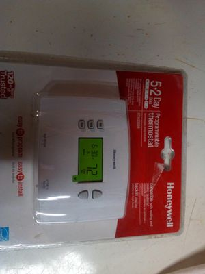 Programmable thermostat for Sale in Redford Charter Township, MI