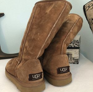 Classic Chestnut Tall Suede Uggs for Sale in Prairieville, LA