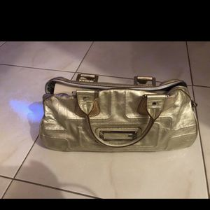 GENUINE GUESS WOMENS BAG for Sale in Boca Raton, FL