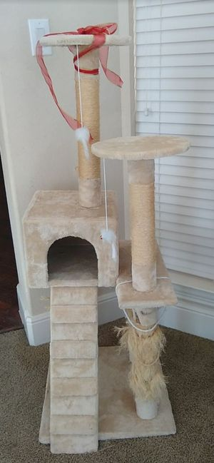 Cat tree House with cat scratching post .. 4 tier ... Pick up in plano 75094 for Sale in Plano, TX