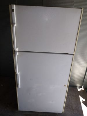 "hotpoint apartment Size Refrigerator 28"" w by 61""1/2 h (is on and cold right now(can deliver for free for Sale in Claremont, CA"