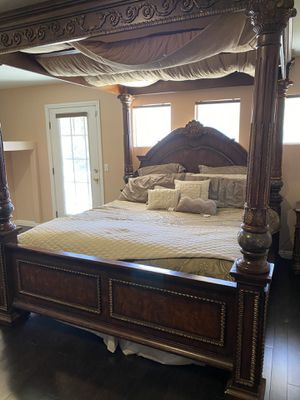 Cherry Wood and Marble Canopy Bedroom Set for Sale in Las Vegas, NV