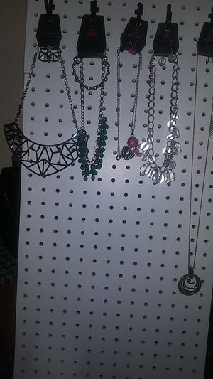 Paparazzi Jewelry 5 Neckles 1 braclet pick up only Porterville for Sale in Porterville, CA