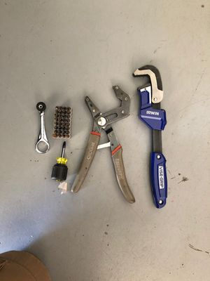 Rid god RoboGrip 2, Irwin Vise Grip, Klein Small Screwdrivers,Klein small Ratcher with different but set for Sale in Duluth, GA