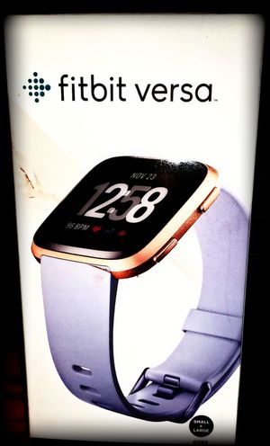 Fitbit Versa Smartwatch with Small & Large Bands for Sale in Los Angeles, CA