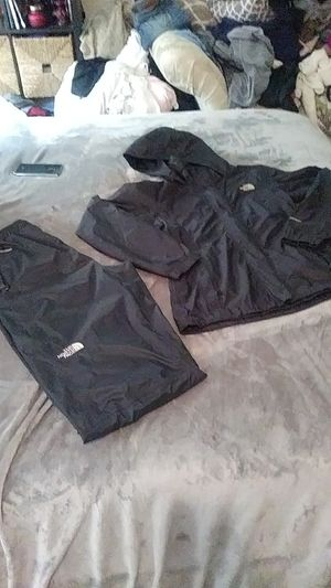 North Face - Hyvent matching top and bottom set for Sale in Renton, WA