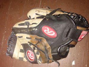 Rawlings boyz baseball glove for Sale in Richmond, VA
