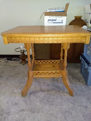 Vintage 2 tier parlor/lamp table for Sale in Sioux Falls, SD