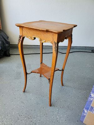 Antique small table for Sale in Arlington, TX